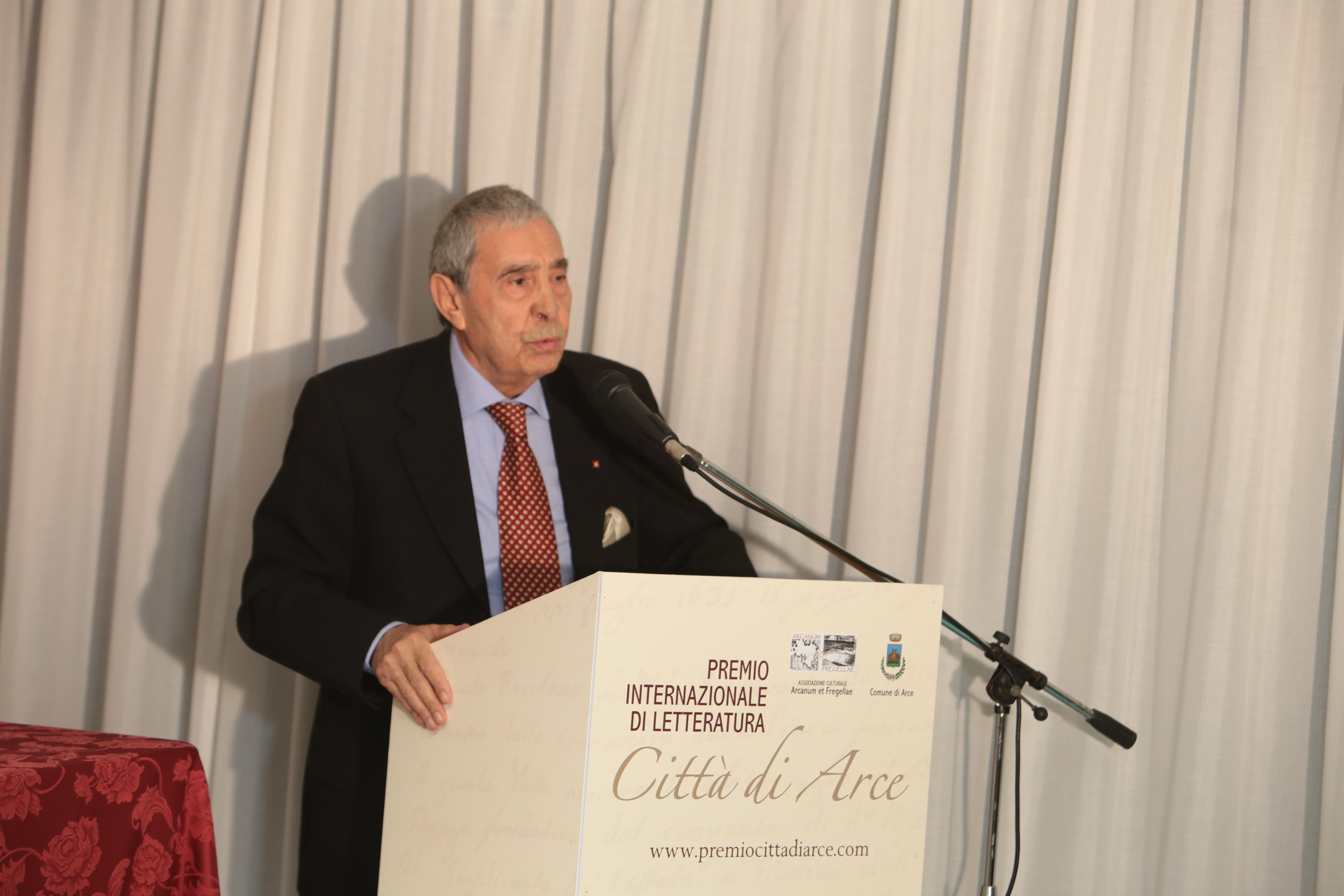 Il presidente dell'Università per la Pace Gianni Cara